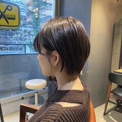 ショートヘア ショート シルバーグレージュ ナチュラル ヘアスタイルや髪型の写真・画像