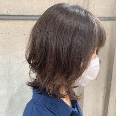 コテ巻き風パーマ レイヤーカット ボブウルフ ミディアム ヘアスタイルや髪型の写真・画像
