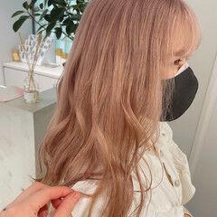 フェミニン ロング ミルクティー ミルクティーベージュ ヘアスタイルや髪型の写真・画像