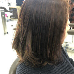 ミディアム ローライト フェミニン アンニュイほつれヘア ヘアスタイルや髪型の写真・画像