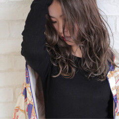 グレージュ ヴィンテージ 外国人風 イルミナカラー ヘアスタイルや髪型の写真・画像