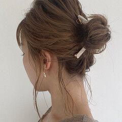 アップ アップスタイル おだんご ミディアム ヘアスタイルや髪型の写真・画像