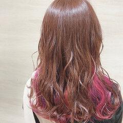 インナーカラー セミロング インナーピンク 裾カラー ヘアスタイルや髪型の写真・画像