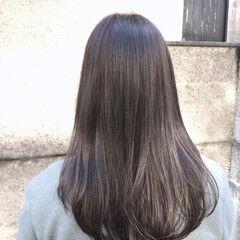 カーキアッシュ ナチュラル 透明感 レイヤーカット ヘアスタイルや髪型の写真・画像