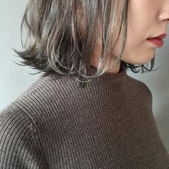 グレージュ 暗髪 ナチュラル 切りっぱなしボブ ヘアスタイルや髪型の写真・画像