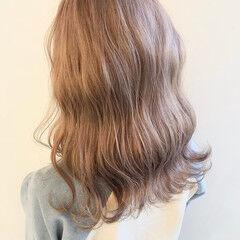 ミルクティーグレージュ ブリーチカラー スモーキーアッシュ セミロング ヘアスタイルや髪型の写真・画像