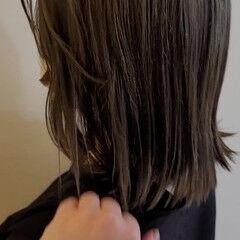 ブリーチ必須 オリーブアッシュ オリーブベージュ セミロング ヘアスタイルや髪型の写真・画像