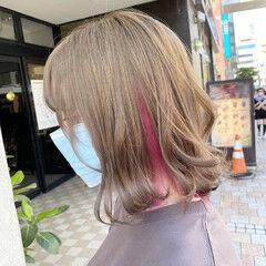 インナーカラー 派手髪 ダブルカラー フェミニン ヘアスタイルや髪型の写真・画像