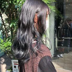 暗髪女子 シルバーグレイ ロング イルミナカラー ヘアスタイルや髪型の写真・画像