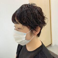 ウェットヘア パーマ 無造作パーマ ナチュラル ヘアスタイルや髪型の写真・画像