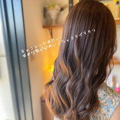 セミロング フェミニン ミルクティーベージュ ハイトーンカラー ヘアスタイルや髪型の写真・画像