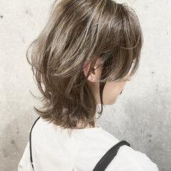 ハイトーンカラー モード ウルフカット ミルクティーベージュ ヘアスタイルや髪型の写真・画像