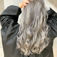ロング プラチナブロンド ストリート ホワイトシルバー ヘアスタイルや髪型の写真・画像