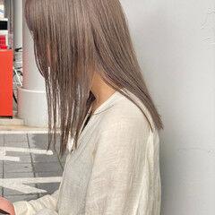 透明感カラー グレーアッシュ ナチュラル ブリーチ必須 ヘアスタイルや髪型の写真・画像