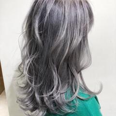 シルバーグレージュ ミルクティーグレージュ アッシュグレージュ グレージュ ヘアスタイルや髪型の写真・画像