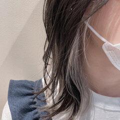 インナーカラーホワイト ダークグレー モード インナーカラー ヘアスタイルや髪型の写真・画像