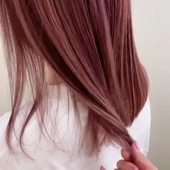 ピンク ラズベリーピンク セミロング ピンクラベンダー ヘアスタイルや髪型の写真・画像