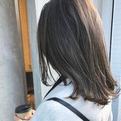 ナチュラル グレージュ グラデーションカラー セミロング ヘアスタイルや髪型の写真・画像
