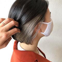 モード シルバーグレー インナーカラー シルバーアッシュ ヘアスタイルや髪型の写真・画像