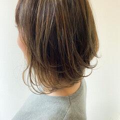 イルミナカラー ナチュラル 大人ハイライト カーキアッシュ ヘアスタイルや髪型の写真・画像