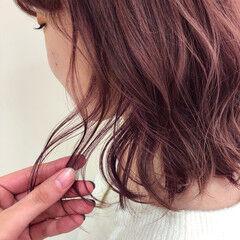 セミロング スタイリング ピンクブラウン 巻き髪 ヘアスタイルや髪型の写真・画像