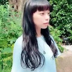 前髪パッツン ゆるふわ ロングヘアスタイル ナチュラル ヘアスタイルや髪型の写真・画像