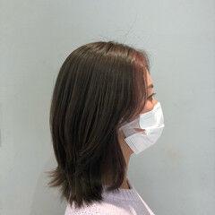 グレーアッシュ ミディアム レイヤースタイル インナーカラーパープル ヘアスタイルや髪型の写真・画像