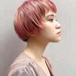 ピンクカラー ハイトーンカラー ミニボブ 横顔美人
