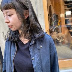 グレージュ 透明感 ミディアム ナチュラル ヘアスタイルや髪型の写真・画像