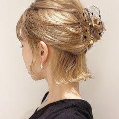 ミルクティーベージュ ヘアアレンジ 切りっぱなしボブ 簡単ヘアアレンジ ヘアスタイルや髪型の写真・画像