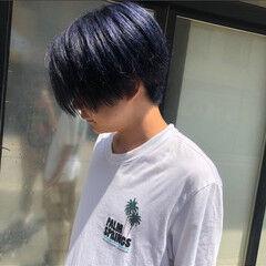 ネイビーブルー 刈り上げ メンズ センターパート ヘアスタイルや髪型の写真・画像