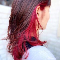 ナチュラル インナーカラー インナーカラーレッド セミロング ヘアスタイルや髪型の写真・画像