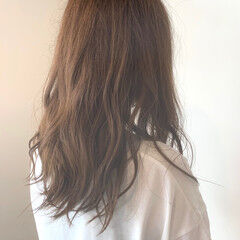 ガーリー オリーブベージュ ミディアム カーキアッシュ ヘアスタイルや髪型の写真・画像