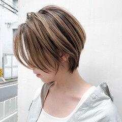 ハイトーンカラー オーガニックカラー ショート ミルクティーベージュ ヘアスタイルや髪型の写真・画像