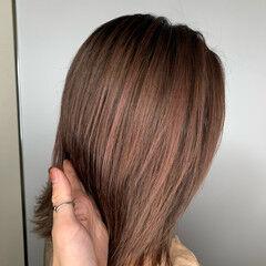 大人ハイライト バレイヤージュ ピンクベージュ エレガント ヘアスタイルや髪型の写真・画像