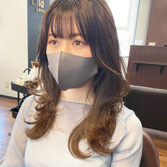 レイヤーロングヘア レイヤーカット 韓国ヘア フェミニン ヘアスタイルや髪型の写真・画像