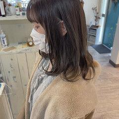 オリーブグレージュ セミロング オリーブベージュ オリーブブラウン ヘアスタイルや髪型の写真・画像