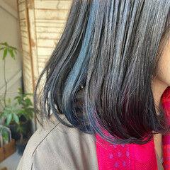 インナーカラー 切りっぱなしボブ ストリート ネイビーブルー ヘアスタイルや髪型の写真・画像