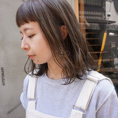 ミディアム くすみベージュ お洒落 透明感 ヘアスタイルや髪型の写真・画像