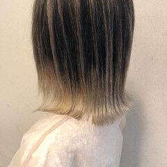 グレージュ 切りっぱなしボブ バレイヤージュ ホワイトベージュ ヘアスタイルや髪型の写真・画像