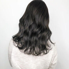 ナチュラル ベージュ 透明感カラー セミロング ヘアスタイルや髪型の写真・画像
