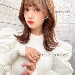 レイヤーカット 韓国風ヘアー ミディアムレイヤー フェミニン ヘアスタイルや髪型の写真・画像