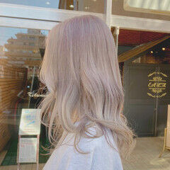 ロング ブリーチオンカラー ホワイトアッシュ ナチュラル ヘアスタイルや髪型の写真・画像