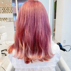 くびれボブ モード ピンクヘア デザインカラー ヘアスタイルや髪型の写真・画像