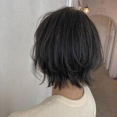 エレガント オリーブグレージュ ハイライト ボブ ヘアスタイルや髪型の写真・画像