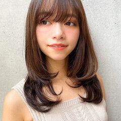 セミロング ゆるふわパーマ レイヤースタイル デジタルパーマ ヘアスタイルや髪型の写真・画像