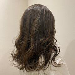 ナチュラル ミディアム 波ウェーブ 大人可愛い ヘアスタイルや髪型の写真・画像