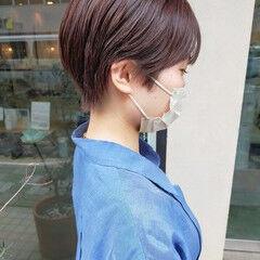 ナチュラルベージュ ナチュラル ショートヘア ワイドバング ヘアスタイルや髪型の写真・画像