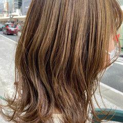 ヌーディベージュ ミディアム 大人ハイライト レイヤースタイル ヘアスタイルや髪型の写真・画像