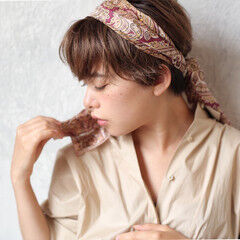 ショートアレンジ ショート ナチュラル スカーフアレンジ ヘアスタイルや髪型の写真・画像